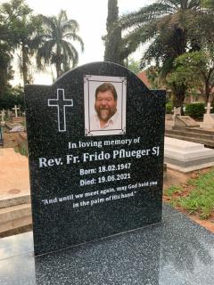 Pater Frido Pflüger SJ  ist in Kampala/Uganda verstorben